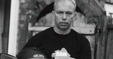 Spotlight Neil Loxton